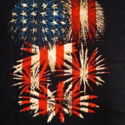 Feuerwerk T-Shirt American von Pyro Noveltis Vorderseite Detail - Merchandise & Feuerwerk einfach online kaufen im Pyrographics Feuerwerkshop